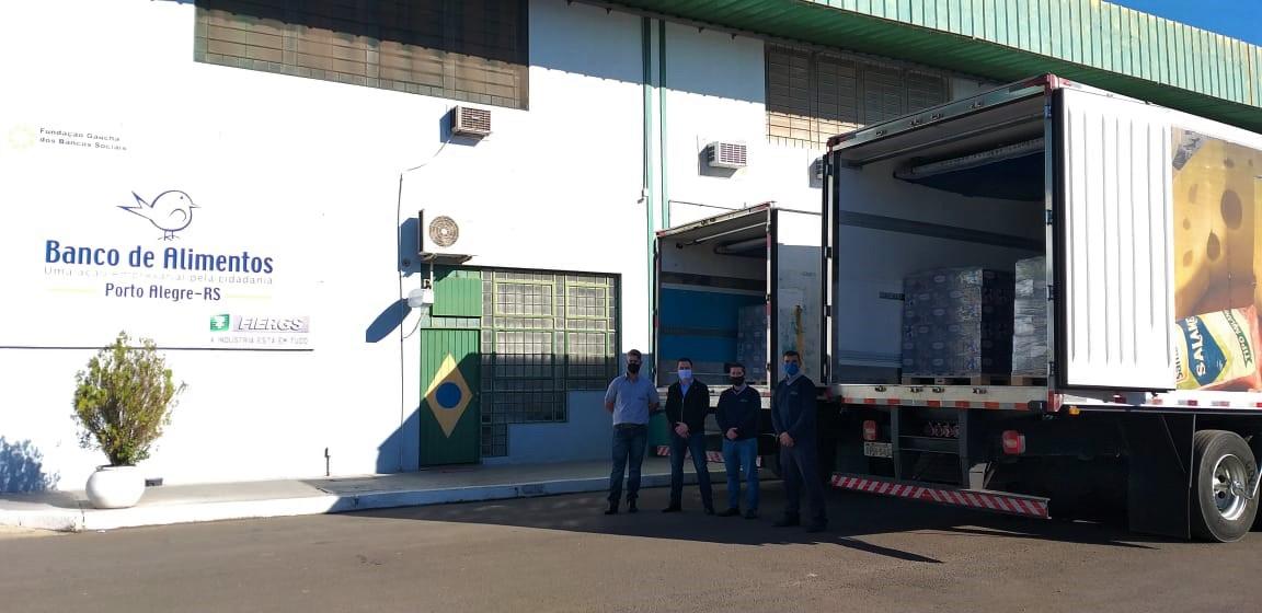 Leite doado por associados da Santa Clara é entregue ao Banco de Alimentos do RS