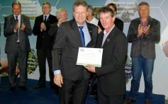 Santa Clara recebe certificado do PAS na Expointer 2015