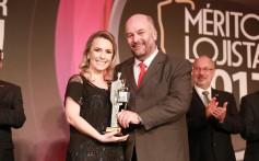 Santa Clara é agraciada com troféu Mérito Lojista