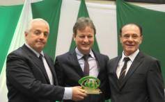 Diretor João Seibel recebe homenagem da AGL