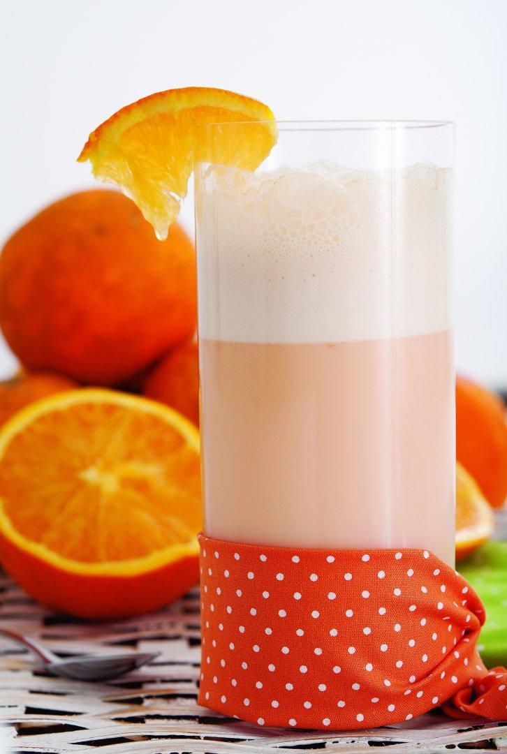 Batida de iogurte, laranja e cenoura